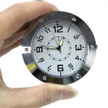 Настольные часы с видеокамерой и датчиком движения